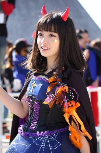 広瀬アリス・すず姉妹がUSJハロウィーンでカボチャの仮装を披露「私たちが一番!」