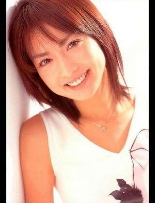長谷川京子のオフショットに「サザエさんみたい」「なんか変」と困惑の声