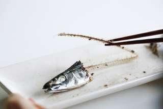 女性の6割「魚をきれいに食べられる人に好感」NGな食べ方は「身が取りやすい所しか食べない」「一生懸命すぎて会話がなくなる」