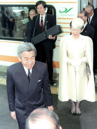 皇后さま83歳に、退位法成立「大きな安らぎ」