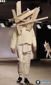 謎すぎて変な衣装