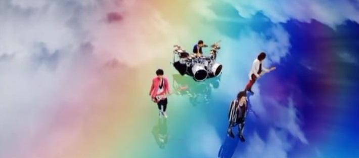 色の付いたバンドを挙げていくトピ