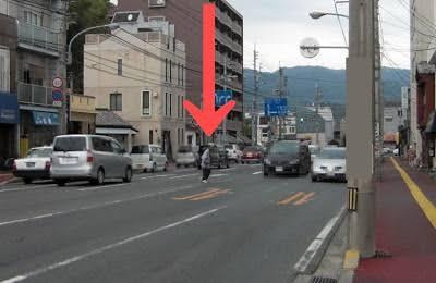 赤信号を平気で渡る老人への誤解 「信号機は見上げないとよく見えない」