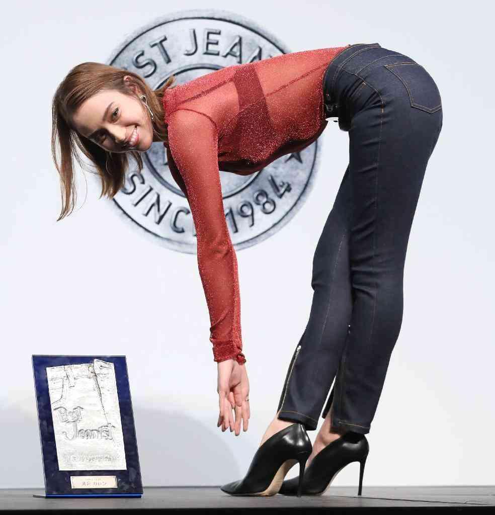 滝沢カレンの「ベストジーニスト受賞インスタ」が爆笑もの!