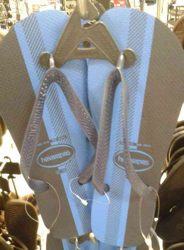 人によって『色が違ってみえる靴』あなたには何色に見えますか?