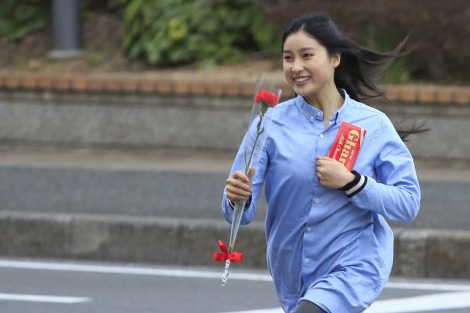日本シリーズ始球式を務めた吉高由里子の「幸せ太り」がマックスに!
