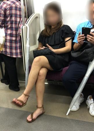 住吉美紀が電車内で組んでいた足を蹴ってきた女性とのトラブルを明かす