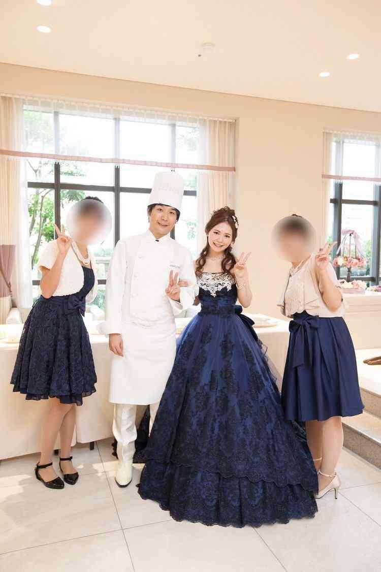花嫁のお色直しの色と自分の参列用ドレスの色がかぶるのっていけないことですか?