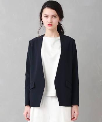 ノーカラージャケットどう思いますか?
