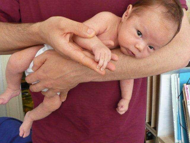 赤ちゃんのコリック(黄昏泣き)を解消するガス抜きチューブが日本では売られていなかった「原因初めて知った、これは産婦人科で教えるべき」