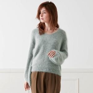 セーターの中に何着る?