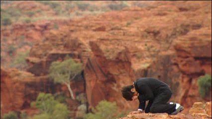 【オーストラリア】エアーズロック、2年後登山禁止へ 一帯が先住民の聖地