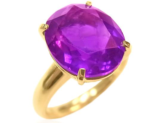 婚約指輪、職場でするのは非常識ですか?