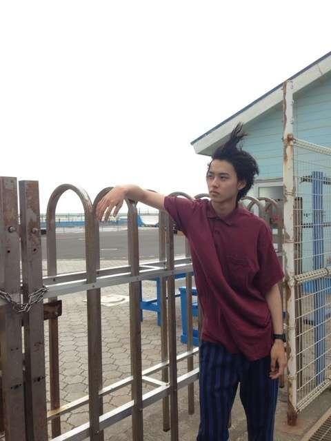 「かっこよすぎて溶けそう」「耐えられるか心配」山崎賢人のホスト写真にファンがメロメロ