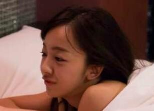 裸の板野友美がベッドで接近「容赦ない攻め」「刺激が強い」興奮の声殺到