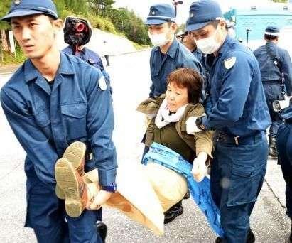 米海兵隊曹長 事故から日本人を救助したのちにはねられ重体に