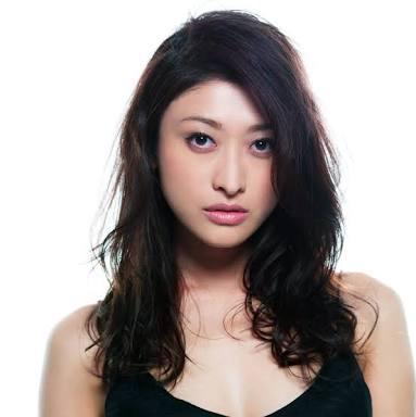 「二児の母とは思えない」 山田優、スケスケブラウス&フリンジミニスカでファンを魅了