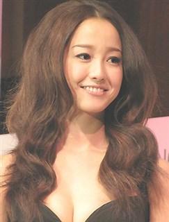 何故に美人は髪まで綺麗なんだろう?