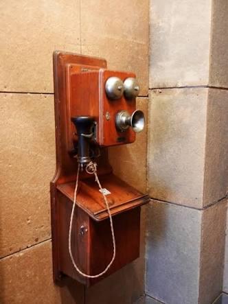 「電話が怖い」若者たち 「まずメール」 仕事に支障も