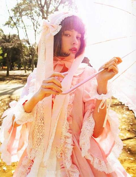 「この世の者とは思えない」 玉城ティナ、中村里砂らのロリータファッションが次元を超越する