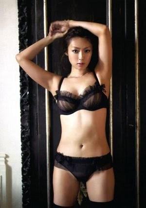 深田恭子、峰不二子のような悩殺セクシーショットをインスタで公開!「美しい」「可愛い」の声