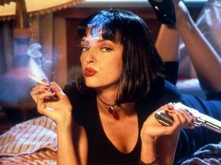 タバコを吸っている女性のイメージ