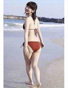 脚長っ! 梨花インスタの水着姿に驚愕