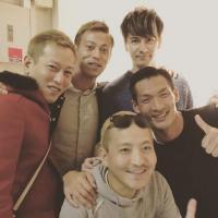 """本田圭佑、""""世界3位""""直後のチーム写真は一人だけ「パンツ一丁」"""