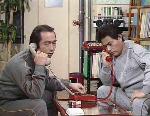 有名人が電話をしてる画像を貼っていくトピ…