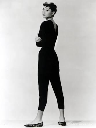 「本人にしか見えない」 ダレノガレ明美、激似のオードリー風スタイルで銀幕スターのオーラマシマシ