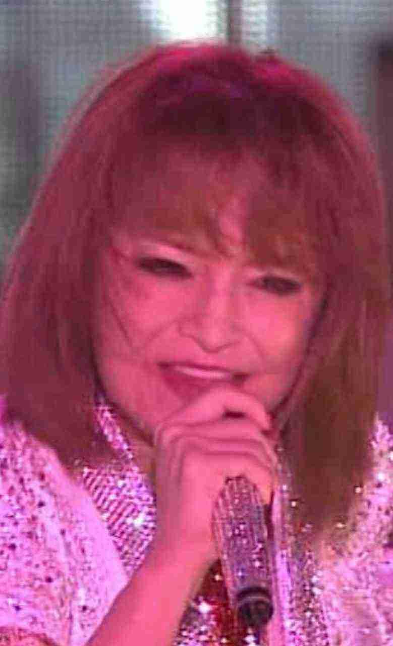 """浜崎あゆみ""""ピース&スマイル""""でメッセージ ファン「突き進むパワーをありがとう」"""