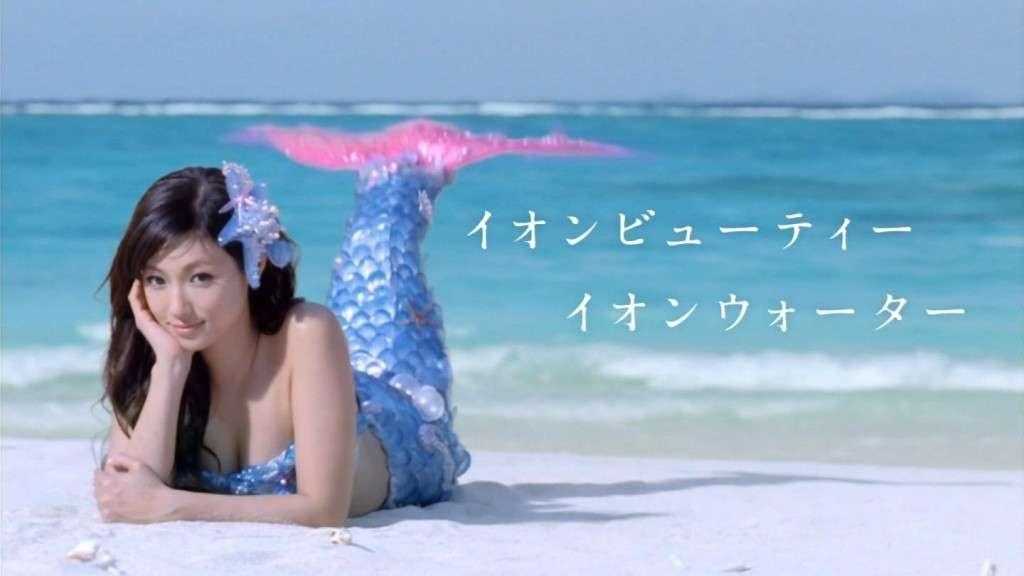 """「究極のインスタ映え」藤田ニコル、""""リアルマーメイド""""姿がビーチの視線を独占しそう"""