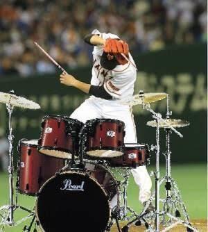 ドラムを叩いてる画像を貼るトピ