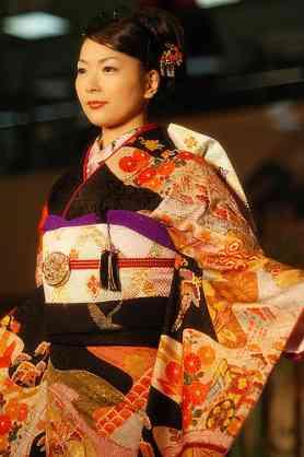 「着物風ドレス」を着こなす藤原紀香はオシャレ?それとも変?