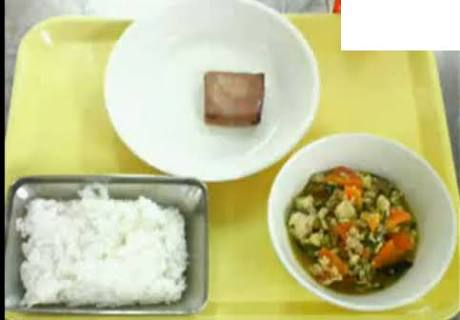 アジの開き→ちくわ メロン→半分 給食に食材高騰の波