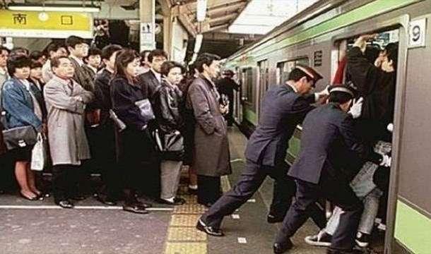 満員電車を改善する方法