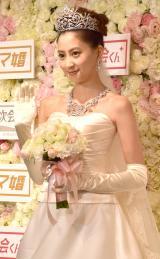 """ダレノガレ明美、3億円ティアラ&ドレスで""""高嶺の花嫁""""になる「本番でも付けたいな」"""