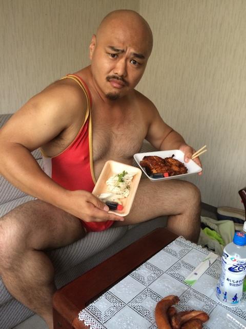 いしだ壱成、19歳新恋人との異常な食生活 宅配ピザにファストフード…1日5食