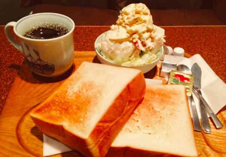 ファミレスやカフェのモーニングセット