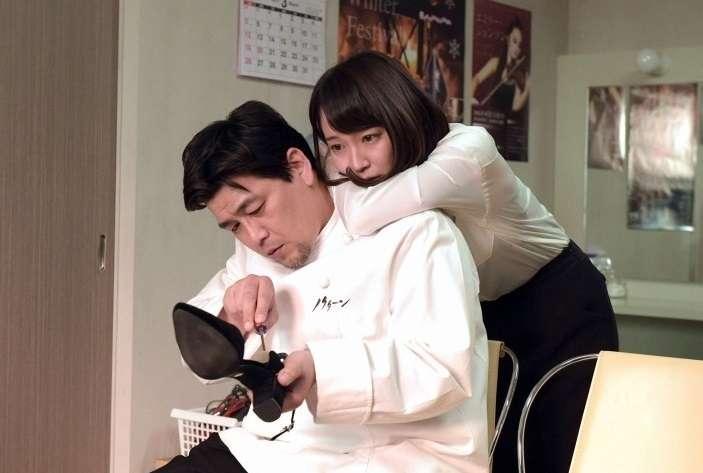 """吉岡里帆&中村アン、仲良し2ショットの背景に""""写り込み""""「後ろに何かいる」"""