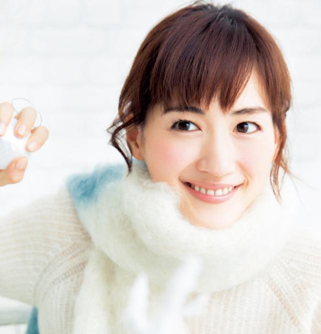 綾瀬はるか、10年ぶりCA制服姿を披露 吉沢亮「とてもステキです」