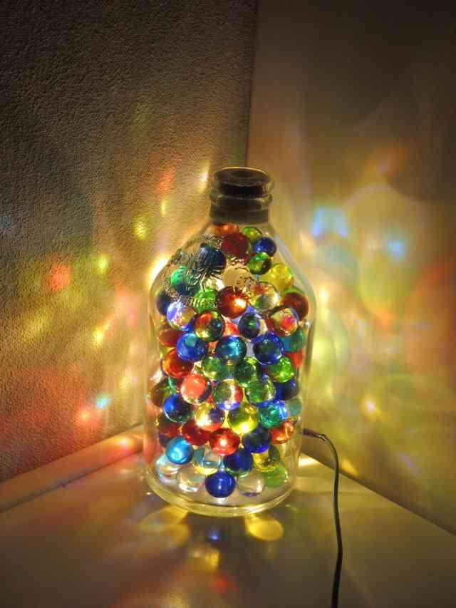 【提灯】ランプの灯りが集まるトピ【灯籠】