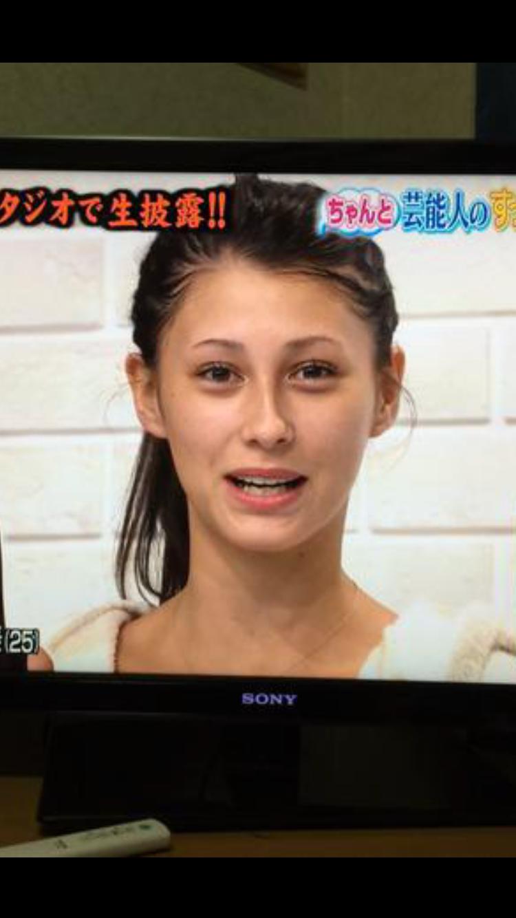 """ダレノガレ明美、笑顔の""""三つ編みショット""""に絶賛"""