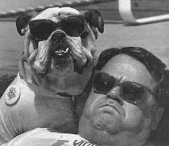 顔も表情もソックリ!?ご主人と同じ表情で写真に写るハスキー犬に46万件のいいね!