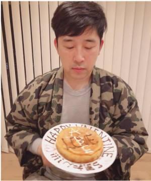 高橋愛、夫あべこうじの43歳誕生日にラブラブ2ショット公開「良い旦那だ!」
