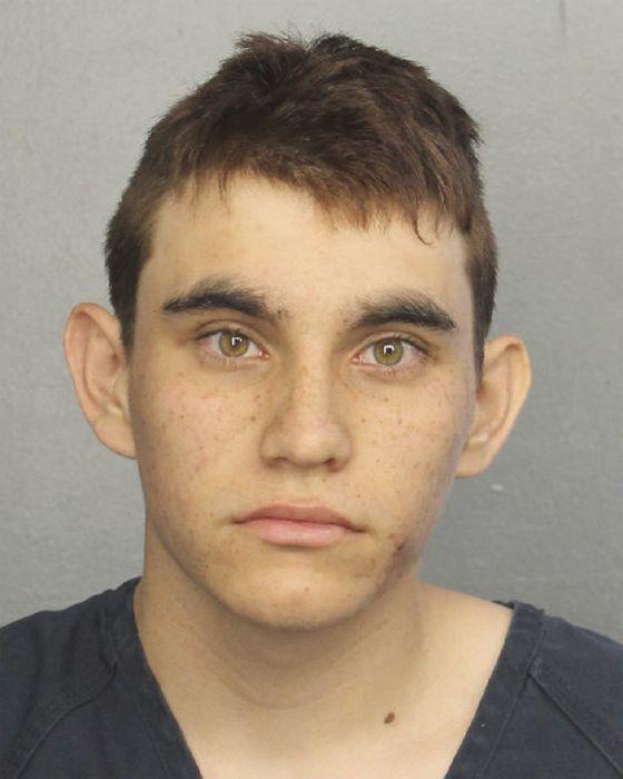 フロリダ州の高校で銃乱射、死者複数か 容疑者は拘束