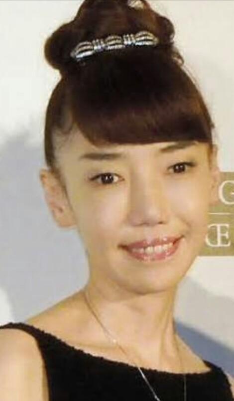 ひっつめ髪が似合う人の写真を貼ろう