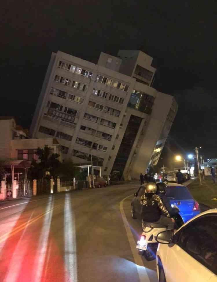 台湾でM6.4の地震 2人死亡200人以上けが 建物被害も