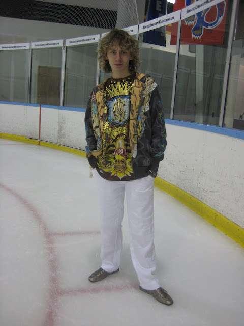 フィギュアスケーターの競技以外の服を貼るトピ