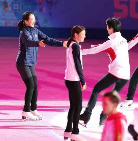 「すごすぎる!! 最高でした!!」 浅田真央が羽生結弦&宇野昌磨のメダル獲得に大興奮、思い出の3ショット公開
